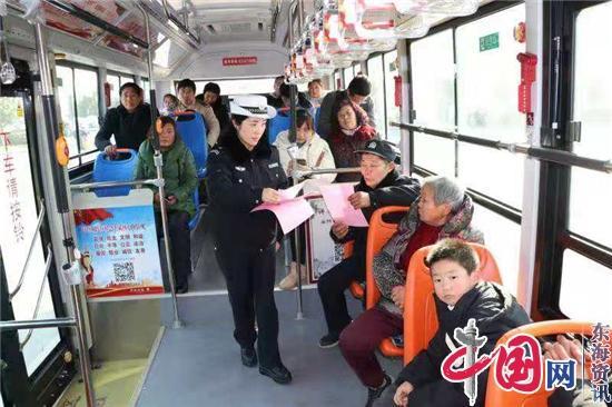 兴化:交警开展春运交通安全宣传