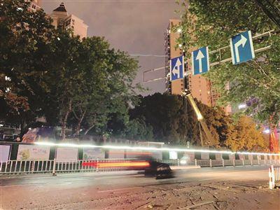 南京鼓楼区一工地夜间施工噪音超标 区生态环境局:只能协调没法处罚
