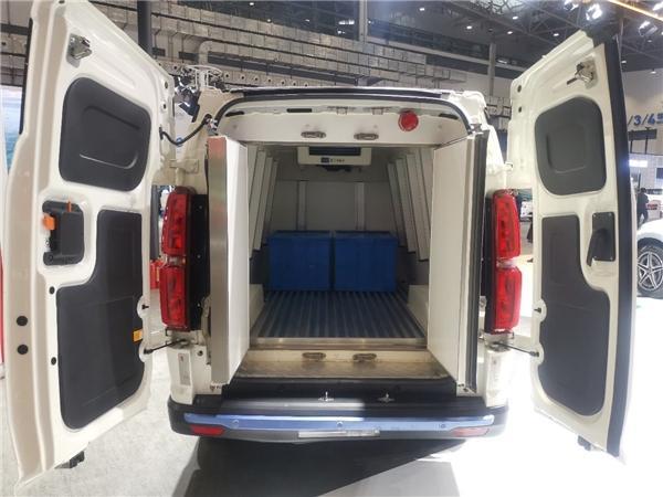海口新能源车展百花齐放 北汽EV5冷链物流车重磅出击