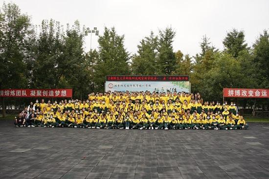 首都师范大学附属回龙观育新学校举办国防教育实践活动